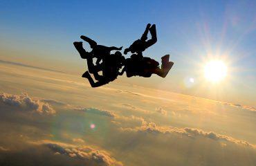 skoki spadochronowe zachod slonca chrcynno